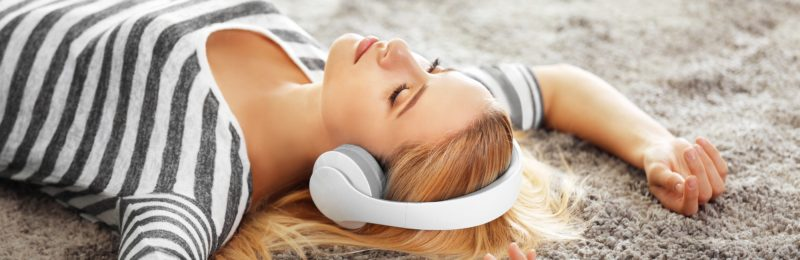 Lyt til afslappende hypnose